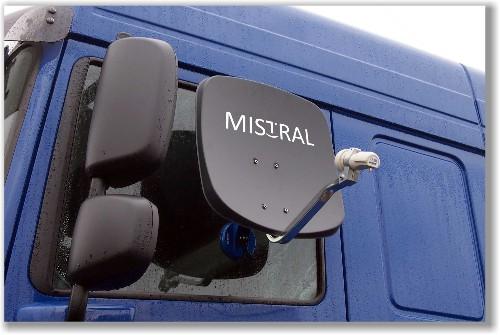 Antena satelitarna Mistral MI-SAT45 na szybie samochodu